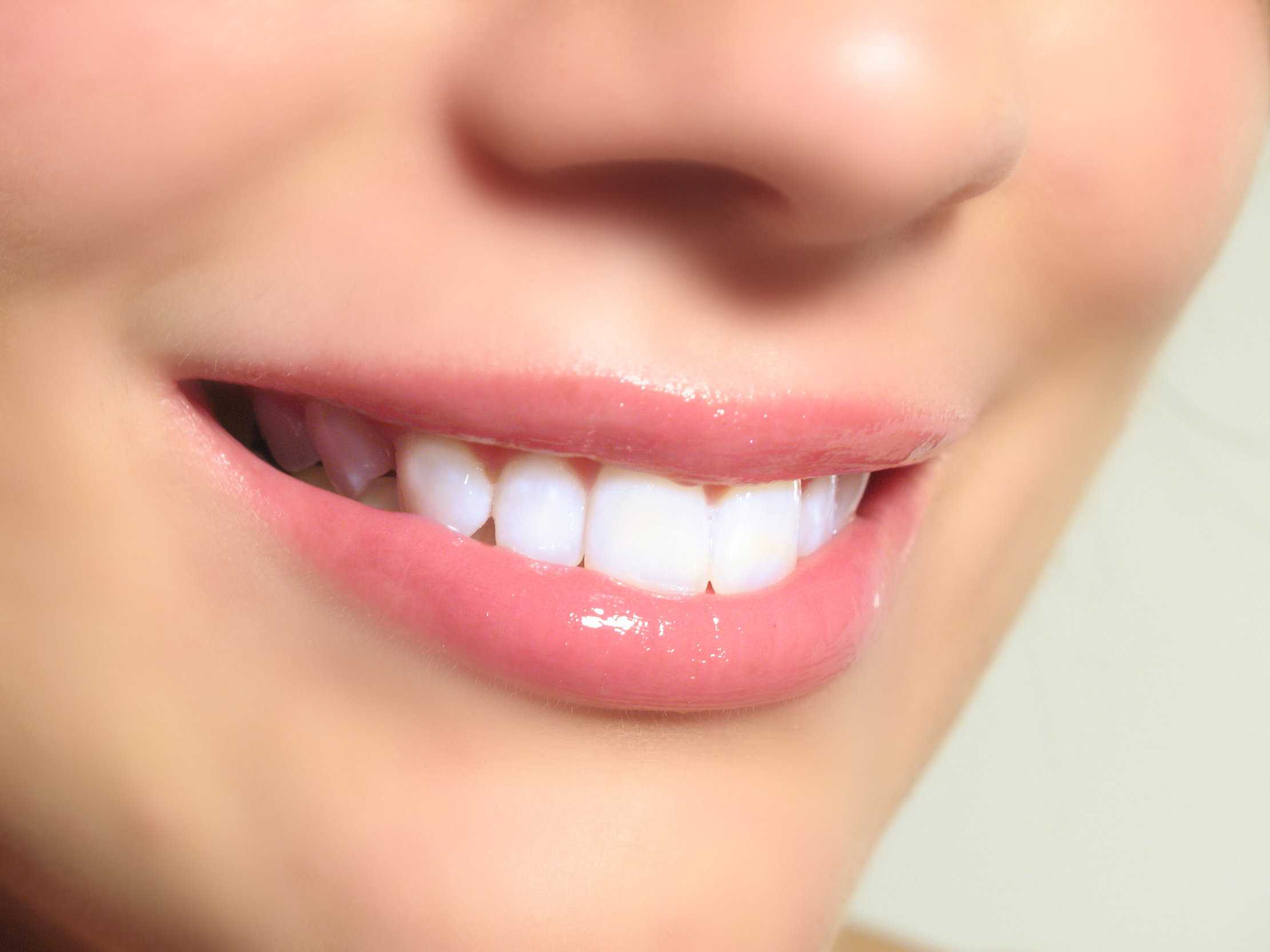Looking for a Dazzling Smile with Whitening Teeth